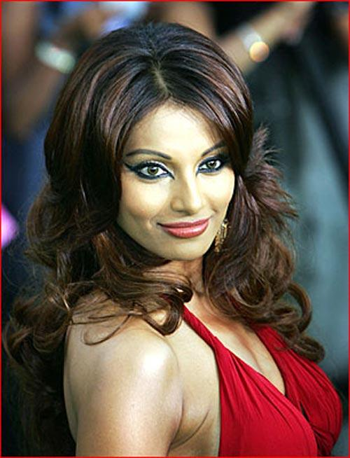 Bipasha Basu Looking Very Gorgeous