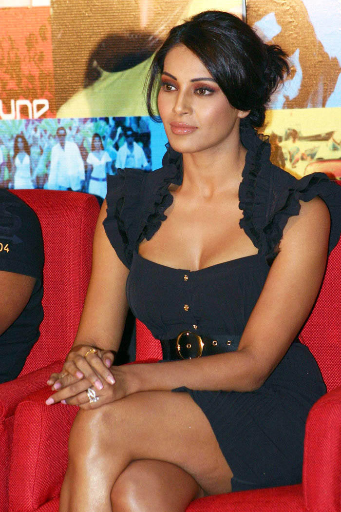 Bipasha Basu Stylist Dress Hot Photo