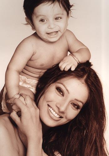 Bipasha Basu Swetest Pic With Cute Baby