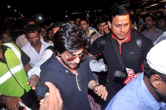 Shahrukh Khan Cool At Airport