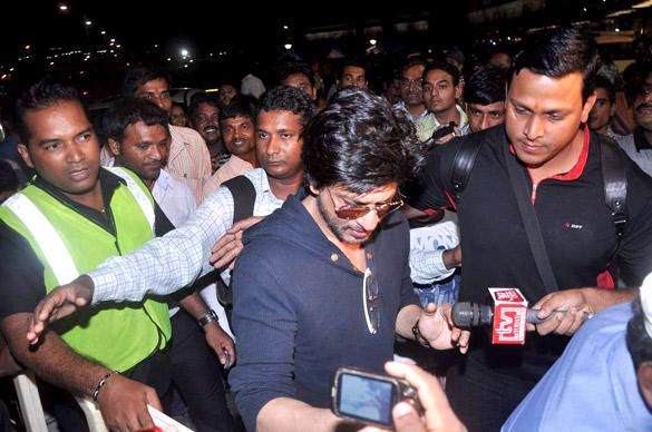 Shahrukh Khan Leaves For London