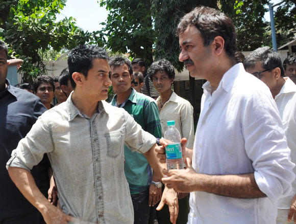Aamir And Rajkumar At Father's Funeral