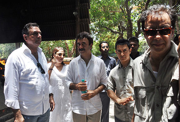 Boman,Aamir,Vidhu And Rajkumar At Hirani Father's Funeral