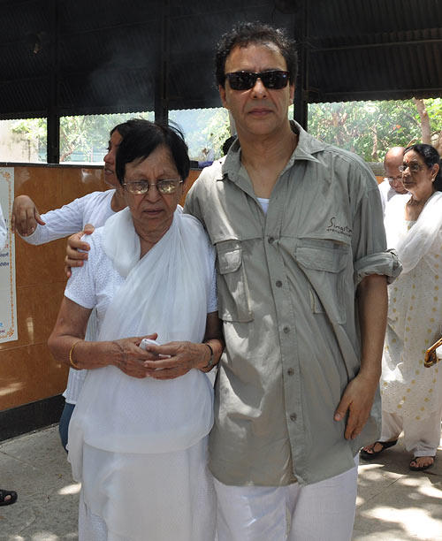 Vidhu And Sheela At Funeral