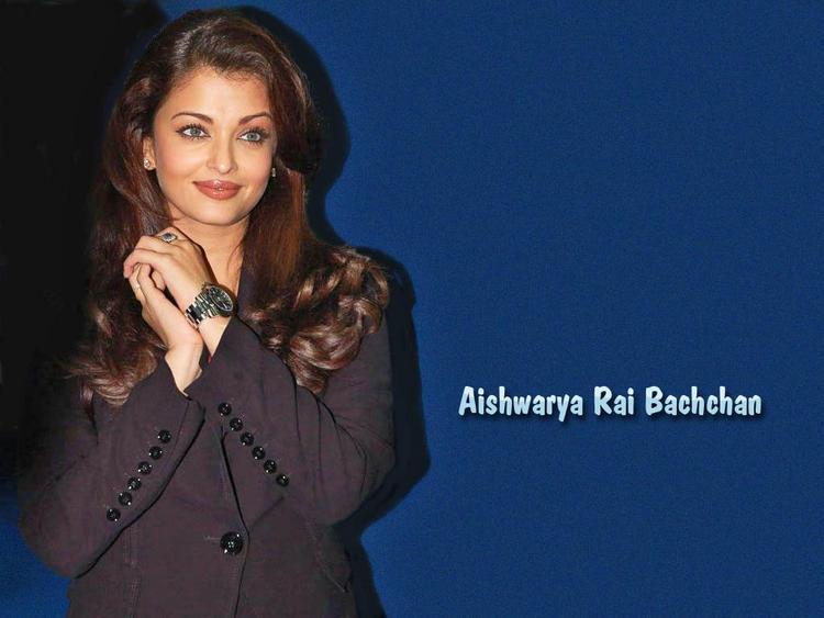 Aishwarya Rai Cute Gorgeous Look Wallpaper