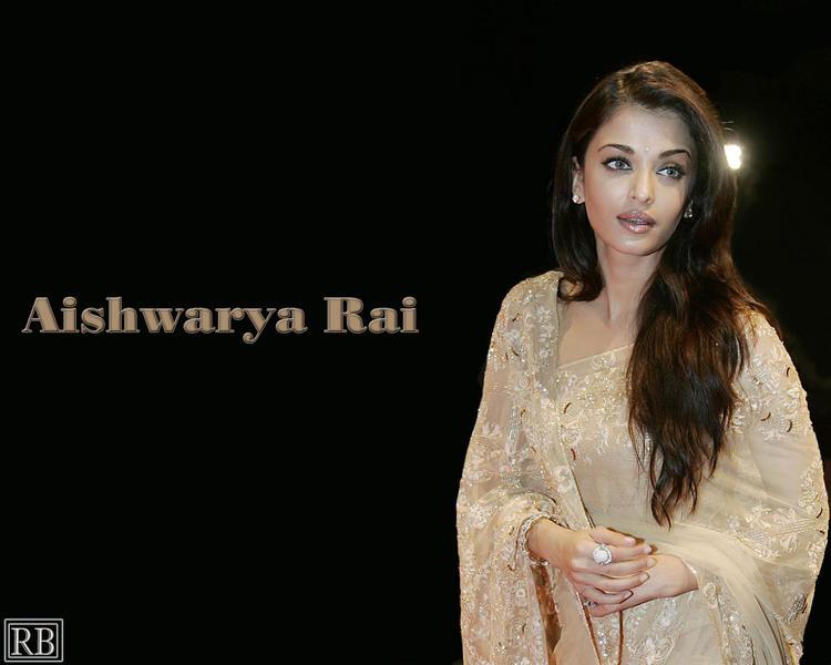 Aishwarya Rai Simple Look Wallpaper In Saree