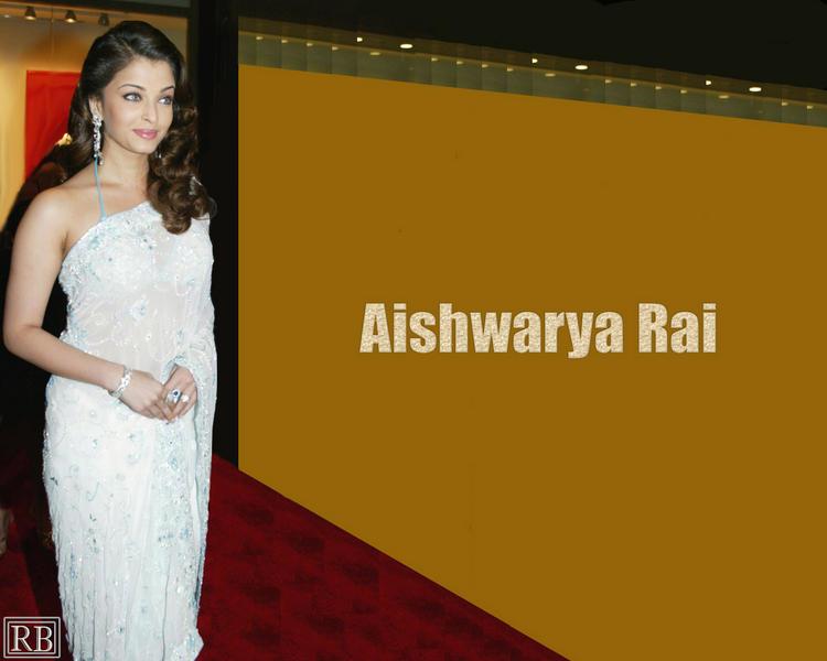 Aishwarya Rai Sizzling Wallpaper In White Saree