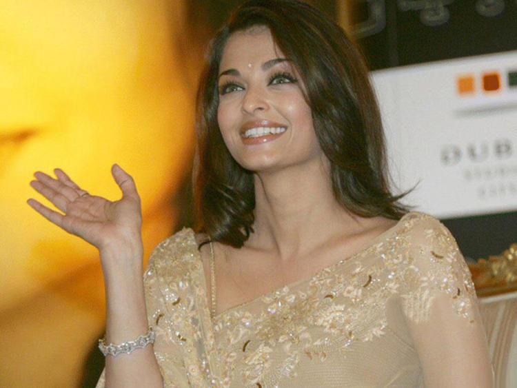 Aishwarya Rai Sweet Gorgeous Smile Pic