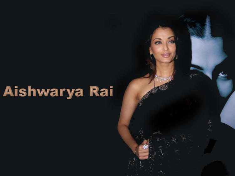 Hottie Aishwarya Rai Wallpaper In Black Saree