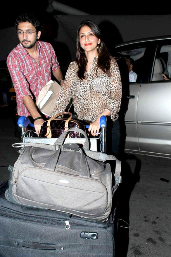 Aarti Chabbria Leave For IIFA To Singapore In International Airport