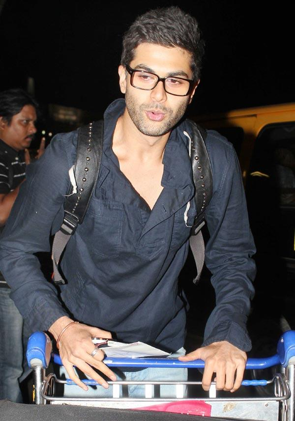 Randeep Hooda Stylist Look At Airport
