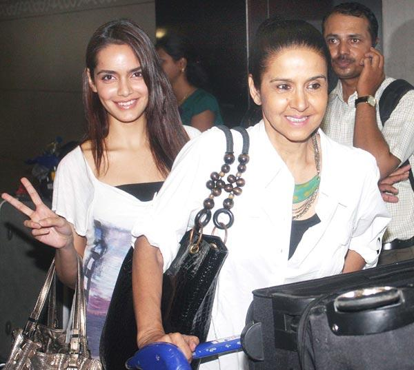 Shazahn With Mom Sharon Smiling Cool Stills