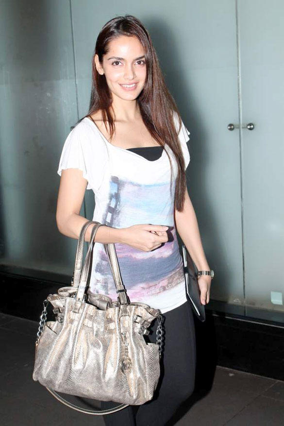 Shazahn Padamsee Nice Look At Airport