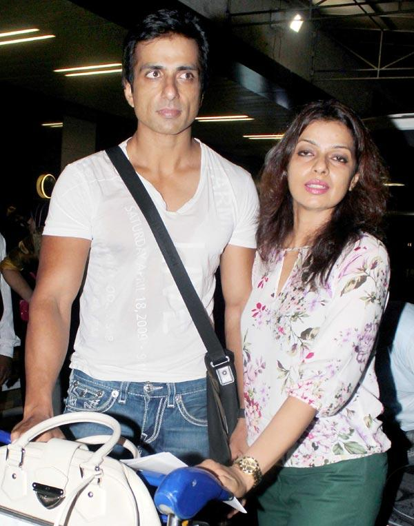 Sonu With Wife Sonali At Airport