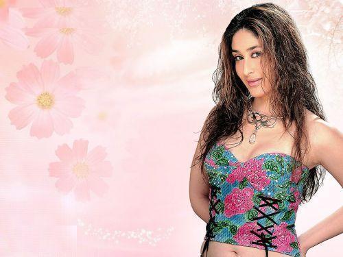 Kareena Kapoor Curly Hair Romantic Look Picture