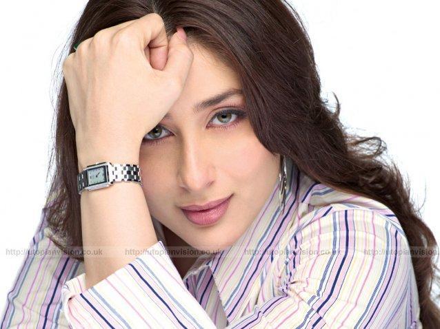 Sexy Kareena Kapoor Romantic Mode Still