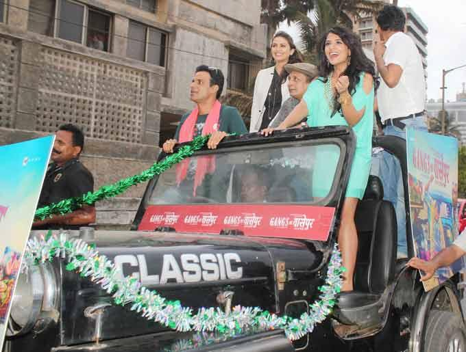 Manoj,Huma,Richa,Piyush And Nawazuddin On Jeep