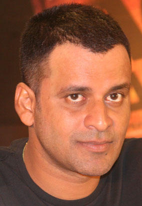 Manoj Bajpai Short hair Cute Pic