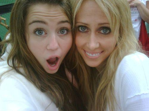 Miley Cyrus and Tish Cyrus Cute Pose Photo shoot