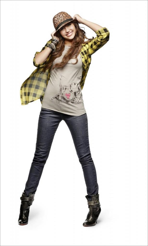 Miley Cyrus Cute Stylist Pic