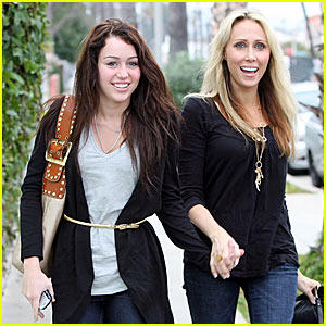 Miley Cyrus Latest Pic With Mother Tish Cyrus