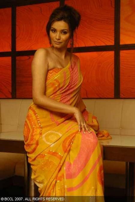 Diana Hayden Sexy Pic In Saree