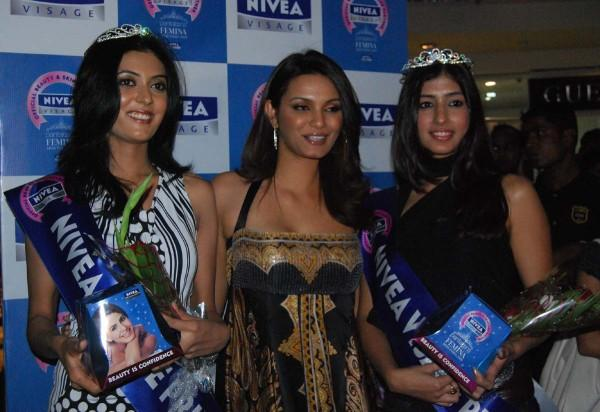 Chief Guest Diana Hayden Pic at Femina Miss India Event