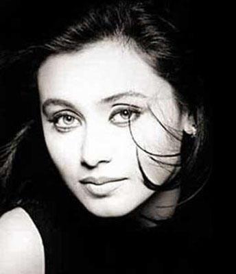 Rani Mukherjee Hot Look Wallpaper Photo