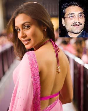 Rani Mukherjee Sexy Back Expose In Saree Photo