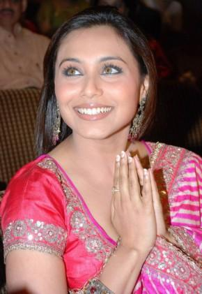 Rani Mukherjee Smiling With Greets Her Fans Stills