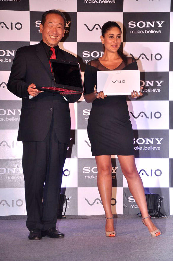 Kareena Kapoor Posing With The New Range of Sony Vaio Laptop