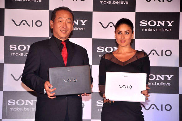 Kareena Kapoor Posing With The New Range of Sony Vaio Laptop