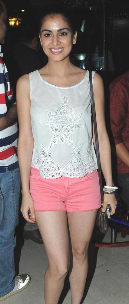Shraddha Glamour Look At Anjali Pandey's Birthday Bash