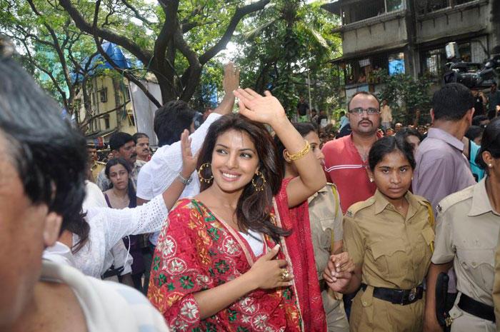 Priyanka Chopra Dancing On Street
