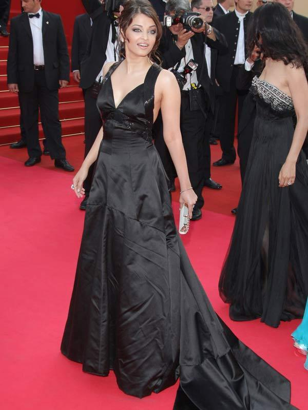 Aishwarya Rai Awesome Still In Black Gown