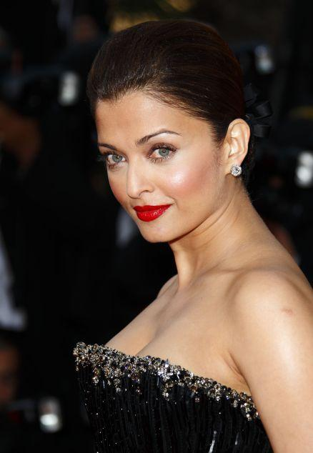 Aishwarya Rai Bachchan Looking Very Beautiful With Red Lips