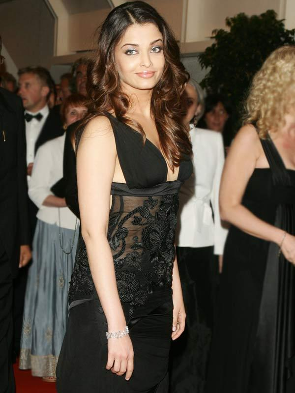 Aishwarya Rai Fuction Still with Black Color Dress
