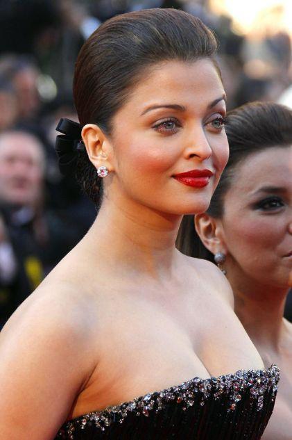 Aishwarya Rai Open Boob Sexy Pic
