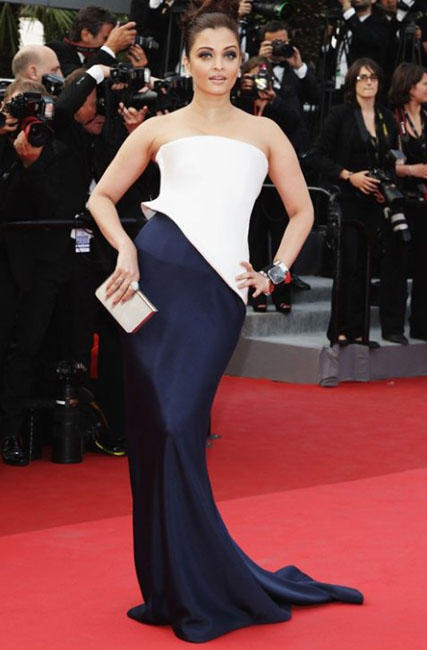 Aishwarya Rai Sexy Pose at Cannes Film Festival