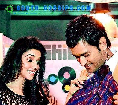 Asin and Dhoni Latest Picture