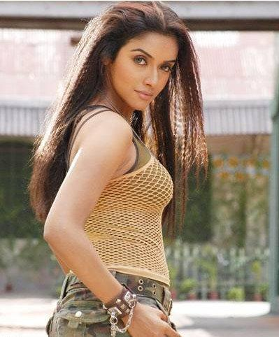 Asin Thottumkal Curly Hair Hot Picture