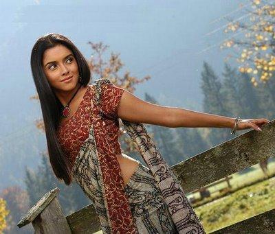 Asin Thottumkal Sexy Saree Hot Pic