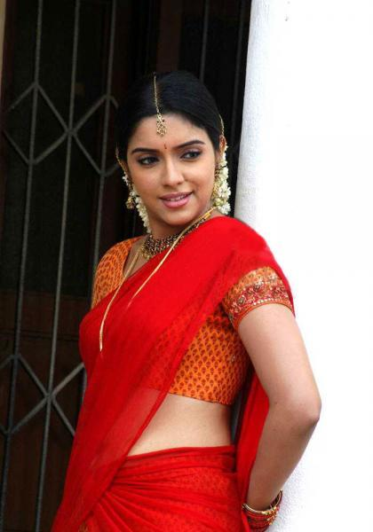 Asin Thottumkal South Indian Look In Red Saree