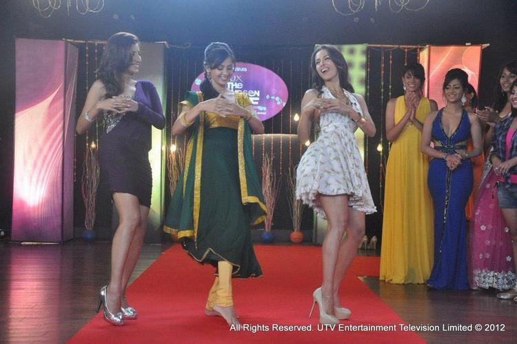 Malaika Arora Khan Anarkali Dance Still on Lux The Chosen One Show