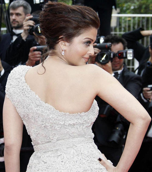 Aishwarya Rai Sexy Back Exposing Still at Cannes Film Festival