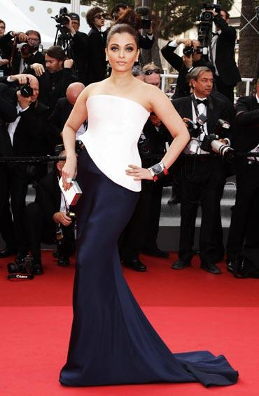 Aishwarya Rai Sexy Pose Red Carpet Picture
