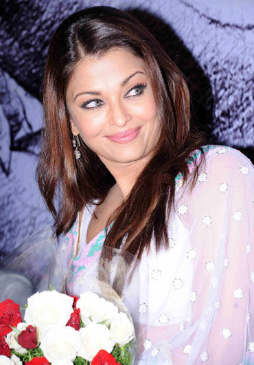 Aishwarya Rai Sweet Smile Glowing Pic