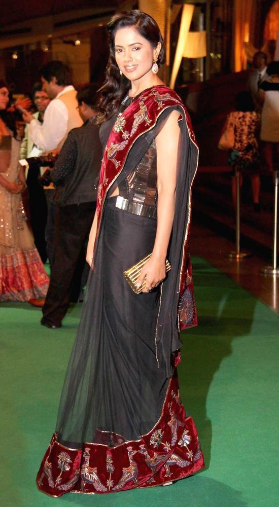 Sameera Reddy in a Rohit Bal Saree at IIFA Rocks On Green Carpet