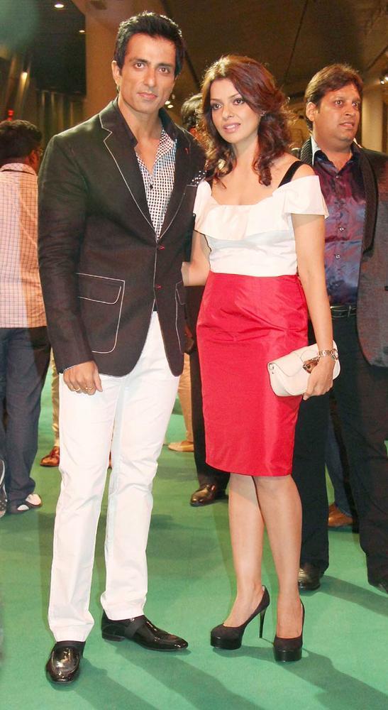 Sonu Sood With Wife at IIFA Rocks On Green Carpet