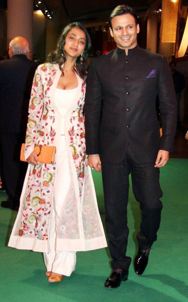 Swetest Couple Priyanka Alva and Vivek Oberoi at IIFA Rocks